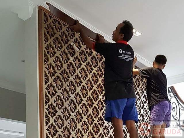 jasa pemasangan kusen pintu jendela tangga wall panel