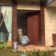 Pemasangan Pintu Solid Utuh Kayu Merbau