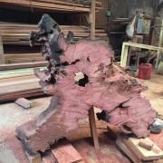 Pemotongan Meja dari Akar Pohon